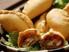 Geflügelteigtaschen auf brasilianische Art ist ein Rezept mit frischen Zutaten aus der Kategorie Hähnchen. Probieren Sie dieses und weitere Rezepte von EAT SMARTER!