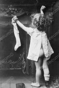 Click HERE to see my other auctions Sweet Baby Girl Hangs Christmas Stocking Old 4x6 Photo Sweet Baby Girl Hangs Christmas Stocking Old 4x6 Photo Here is a neat collectible of a sweet baby girl hangin