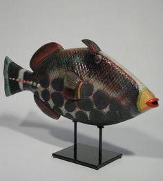 MAN OF EARTH Poisson Oscar tigré vernissé Céramique d'art Raku Les poissons statues et décoration céramique d art - Paris France