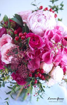 Peony Bouquet Wedding, Peonies Bouquet, Bridesmaid Flowers, Floral Bouquets, Wedding Flowers, Beautiful Bouquet Of Flowers, Sola Flowers, Pineapple Art, Cut Flower Garden
