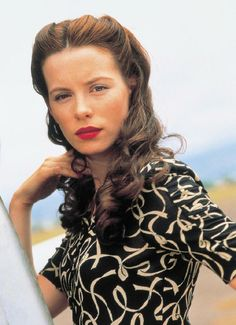Kate Beckinsale's old fashioned hairstyle in Pearl Harbor