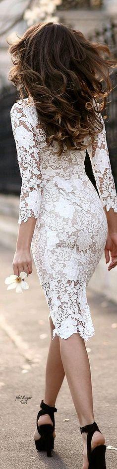 Vestido blanco de encaje con forro.
