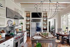 нра: цвет, ,стиль,кухня, стол, открытые полки у  плиты   не нра: слишком много мелочей