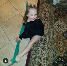 Just look at it for a minute then you'll understand what's happening Dance Moms Minis, Dance Moms Dancers, Dance Mums, Dance Poses, Dance Flexibility Stretches, Dance Moms Season 8, Lilliana Ketchman, Dance Photo Shoot, Flexible Girls