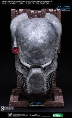 Máscara guardián de la pirámide. Escala 1/1. Alien vs. Predator. Coolprops Estupenda réplica de la máscara del guardián de la pirámide, a tamaño real (escala 1/1) de 48 cm de altura aprox., visto en el popular film del año 2004 Alien vs. Predator.