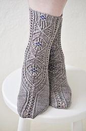 Ravelry: The Lady of Lorien pattern (free) by Adrienne Fong (top down) Crochet Socks, Knit Crochet, Knit Socks, Lace Knitting, Knitting Socks, Little Cotton Rabbits, Slipper Socks, My Socks, Knitting Accessories