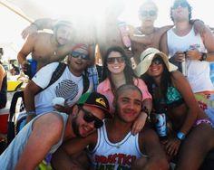 El RumbÓN Pool Party Caracas es para celebrar con los panas del Clan Polar Light, consigue tres amigos y tómense una foto con su pinta más playera