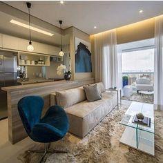 Apesar do espaço reduzido, é possível ter uma sala de estar bela e funcional. Confira dicas e inspire-se com lindos projetos nos mais variados estilos.