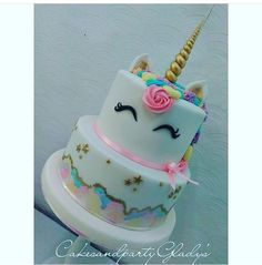 Love this idea for little girls and big girls! Unicorn Birthday Parties, Unicorn Party, Birthday Cake, Unicorn Cakes, 5th Birthday, Birthday Ideas, Little Pony Cake, Rainbow Parties, Love Cake