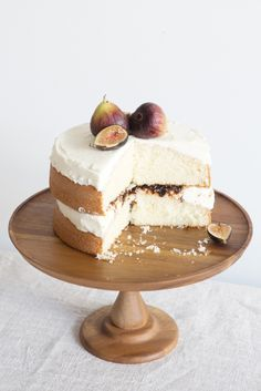 Almond Cake with Fig Compote Recipe - Rip&Tan