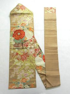 This is a glamorous Nagoya obi with white parrot and flowers such as large 'Botan'(peony) and lilies pattern, which is woven