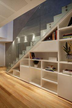 Utilização completa abaixo da escada...