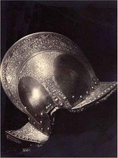 Borgoñota de Antonio de Leyva. Fotografía tomada por Charles Clifford  circa 1870 en la Real Armería de Madrid. http://www.luminous-lint.com/app/image/47757583347399852829680413/