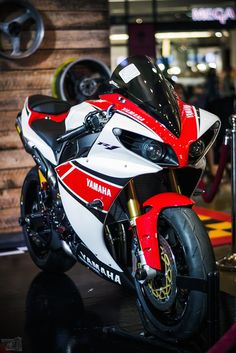 YAMAHA R1 by MTR Photography