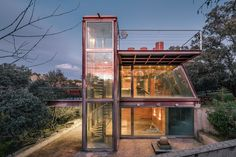World Architecture Community News - Penelas Architects completes fully-glassed facade pavilion in Spanish forest Software Architecture Design, Cabinet D Architecture, Farnsworth House, Ventana Windows, Tree Houses For Rent, House Plans Online, Retreat House, Kerala House Design, Kerala Houses