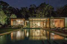 Completed in 2015 in East Hampton, United States. Images by Joshua McHugh . One year after purchasing Old Orchard, a square foot modern spec house, the homeowners brought on Blaze Makoid Architecture to give the. Architecture Old, Architecture Details, Old Orchard, Modern Pools, Hamptons House, Bali, Shabby Chic Homes, Modern House Design, Funky Design