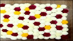 Easy Yarn Pom Pom Rug Carpet Tutorial There is a carpet in the house, which can be non-slip, moisture-proof, and can be matched with furn Diy Home Crafts, Craft Stick Crafts, Crafts For Kids, Paper Crafts, Easy Yarn Crafts, Diy Pom Pom Rug, Pom Pom Crafts, Yarn Pom Poms, Diy Carpet