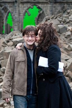 26 Rare Photos From Behind The Scenes Of Famous Movies. Harry James Potter, Images Harry Potter, Mundo Harry Potter, Draco Harry Potter, Harry Potter Tumblr, Harry Potter Universal, Harry Potter Characters, Harry Potter World, Drarry