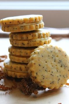 Taste our sweet, buttery and crumbly shortbread for afternoon snack or dessert! Our savory shortbread are the perfect cheese board accompaniment! Cookie Desserts, Cookie Recipes, Baking Recipes, Dessert Recipes, Cookie Cups, Buttery Shortbread Cookies, Shortbread Recipes, Delicious Desserts, Yummy Food