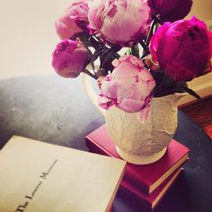 Perfect afternoongot my hair cut,sushi lunch,coffee with a fav decor mag and found beautiful pink peonies at the market.
