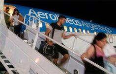Broma sobre la suegra desata gigantesco operativo de seguridad y pánico en un avión   Argentina
