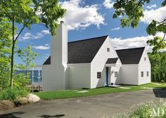 Beach Exterior by Jacobsen Architecture and Jacobsen Architecture in Rockport, Maine