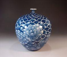 Fujii Kinsai Arita Japan - Sometsuke Seigaiha Oshidori & Peony Vase 24.80 cm