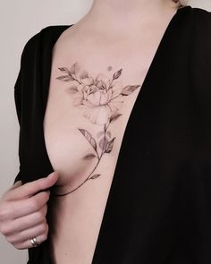 Happy to show you the result of a tattoo collaboration ✖️ 🖤. Red Ink Tattoos, Mini Tattoos, Sexy Tattoos, Unique Tattoos, Body Art Tattoos, Small Tattoos, Sleeve Tattoos, Lotusblume Tattoo, Flor Tattoo