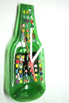 MINI Garrafa relógio  Parede  base verde / detalhes coloridos  ponteiros brancos  9 x 23cm  RECICLAGEM COM ARTE R$35,00