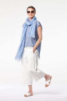 Pullover Sadie in Colors Black and Stone; Pant Toodie in Colors White and Denim