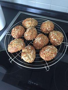 Quark-Haferflocken Brötchen, ein gutes Rezept aus der Kategorie Frühstück. Bewertungen: 12. Durchschnitt: Ø 4,1.