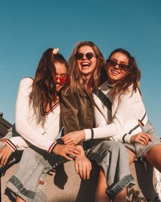 ✔ Cute Quotes For Bff Friendship The Effective Pictures W Bff Pics, Cute Friend Pictures, Best Friend Fotos, Shooting Photo Amis, Shotting Photo, Best Friend Photography, Friend Poses, Cute Friends, Friends Shirts
