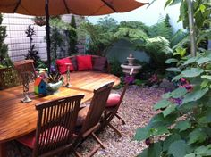 You will love the spacious year round flower garden with teak furniture!  Nob hill
