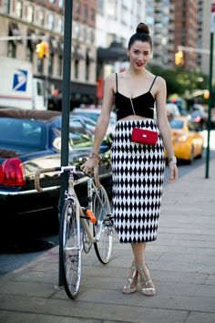 Black & White & Bike all over at Spring 2014 NYFW – Cycle Chic Street Style