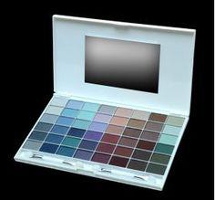 ELIXIR Κασετίνα Σκιών 48 Χρώματα 16HRS No 841 Κασετίνα με 48 σκιές ματιών από την τελευταία collection της ELIXIR με τα πιο μοδάτα χρώματα που διαρκούν ώς και 16 ώρες. Τιμή €13.00