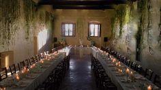 #weddinginitaly #weddingintuscany #floralarrangement #ivy #toptable #centerpiece by @violamalva