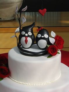 Red wedding cake. Had to do this one because it was red and PENGUINS!