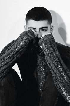 It's the summer of Zayn Malik as the Like I Would singer covers the most recent issue of British magazine Dazed. Starring in a photo shoot lensed by… Zayn Malik Fotos, Zayn Malik Photoshoot, Pewdiepie, Liam Payne, Justin Bieber, Taylor Swift, Grupo One Direction, Zayn Malik Wallpaper, Zayn Malik Style