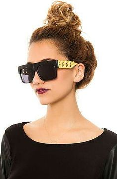 Messy top bun  great sunnies. #Sunglasses #Sunnies #Style #Fashion | Visit WISHCLOUDS.COM for more...