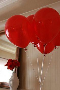 Decora San Valentín con globos y guirnaldas...