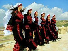 Palestinian girls dancing Dabkeh