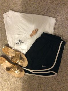 Preppy outfit with Nike and jack Rogers