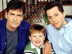 Awwwww, the good ol' days! Two And Half Men, Half Man, Best Tv Shows, Favorite Tv Shows, Charlie Sheen, Single Dads, Fathers Love, Comedy Tv, Tv Times