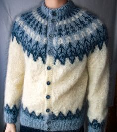 There is something so special about a cardigan Lopi Icelandic sweater buttoned all the way up. Very cozy indeed.