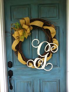 Fantastic Pictures Grapevine Wreath with initial Popular Have you made an autumn wreath yet? Did you realize useful the same procedure to produce all in seas Fall Leaf Garland, Berry Garland, Crafts To Do, Arts And Crafts, Diy Crafts, Lace Decor, Front Door Decor, Summer Wreath, Grapevine Wreath