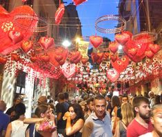 experiences-barcelona-things-to-do-local-party-gracia