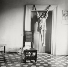 Francesca Woodman in a self portrait. Untitled (Rome)When she took her life by jumping out a Manhattan loft window in 1981 at just photographer Francesca Woodman left behind a prodigious body of work. Francesca Woodman, Diane Arbus, Peterborough, Henri Cartier Bresson, Veronica Gonzalez, Black And White Pictures, Black White, Black Picture, The Woodman