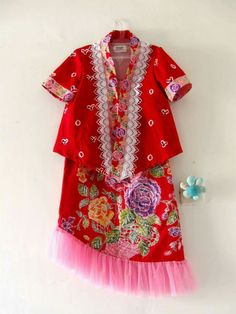 Deef Batik Fashion, Frock Design, Kebaya, Ikat, Frocks, Baby Dress, Exotic, Kids Fashion, Kimono Top