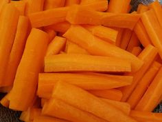 Fokhagymás sült répa | Ágnes Bakos receptje - Cookpad receptek Carrots, Vegetables, Recipes, Food, Bulgur, Essen, Carrot, Vegetable Recipes, Eten