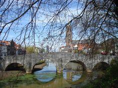 Het oude Roermond is tussen Nijmegen en Maastricht de meest bezienswaardige stad. De wat deftige plaats is al sinds de middeleeuwen een belangrijk regionaal centrum in Midden Limburg.